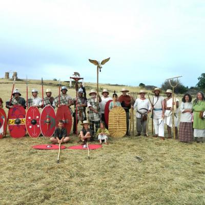 La Troupe de la Teuta Arverni, Vie Civile et Vie Militaire