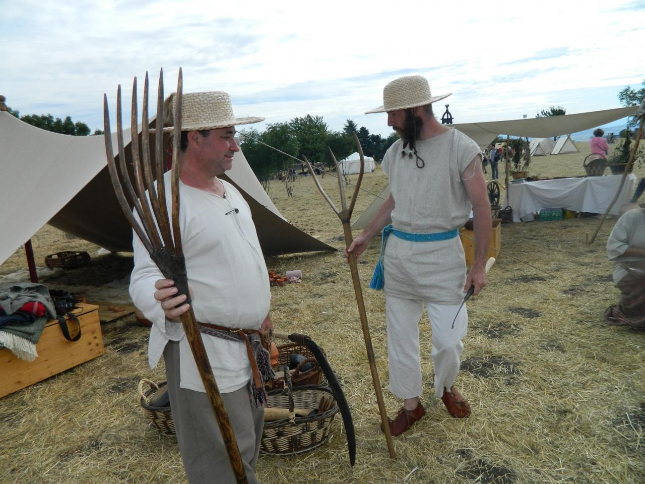 Evocation de la vie civile arverne avec deux paysans